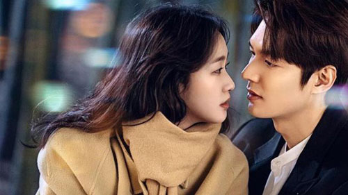 """Kim Go Eun: Nữ diễn viên 29 tuổi đang là """"nàng thơ"""" của Lee Min Ho trong Quân vương bất diệt (tựa gốc: The King: Eternal Monarch). Tuy nhiên, qua các tập đầu, sự kết hợp của hai ngôi sao vấp phải nhiều ý kiến chê bai. Khán giả nhận xét Lee Min Ho và Kim Go Eun có sức hút nếu đứng riêng. Thế nhưng khi xuất hiện chung trong một khung hình, bộ đôi lại thiếu vắng sự ăn ý và cảm xúc chân thực cần có của một cặp tình nhân màn ảnh đẹp."""