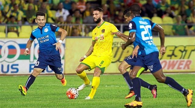HLV Malaysia lo lắng khi bóng đá Việt Nam sắp trở lại - 2