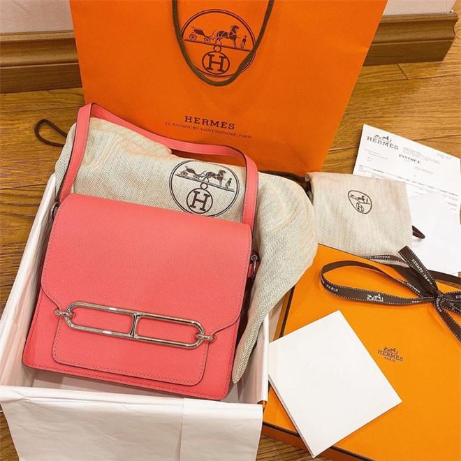 Hậu tin đồn hôn nhân lục đục, Quỳnh Anh sắm ngay túi Hermès trăm triệu, còn tag thẳng Duy Mạnh để khoe khéo - Ảnh 1.