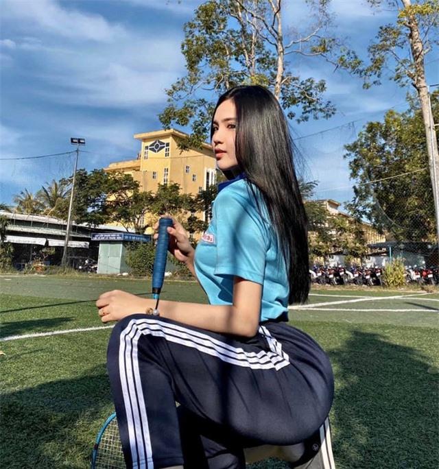 Hot girl được báo Trung Quốc khen ngợi đẹp dịu dàng mùa chia tay mái trường - 9
