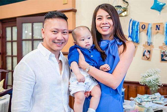 Mai Hồng Nhung đi Mỹ từ năm 2012, khi đang là gương mặt quen thuộc của làng mẫu TP HCM. Cô kết hôn cùng kỹ sư máy tính Ngô Trần Hùng năm 2016 và hiện có một cậu con trai hơn 1 tuổi.