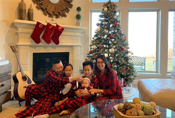 Gia đình Mai Hồng Nhung cùng nhau đón Giáng sinh 2019 tại nhà riêng ở bang Texas.