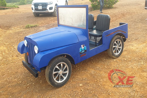 Chiếc ô tô mang kiểu dáng xe Jeep cổ được anh Tú tạo nên sau 1 tháng miệt mài làm việc