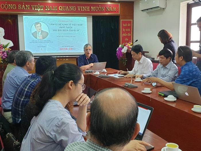 """Buổi tọa đàm với chuyên đề """"Làm gì để kinh tế Việt Nam phát triển sau đại dịch Covid-19"""" do Câu lạc bộ Cafe Số và Báo KT&ĐT phối hợp tổ chức"""