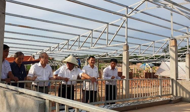 Chủ tịch UBND tỉnh Thừa Thiên Huế Phan Ngọc Thọ (thứ 3 từ trái sang) kiểm tra tiến độ triển khai dự án của Tập đoàn Quế Lâm