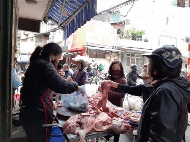 Dân đỏ mắt chờ, vì sao thịt lợn giá rẻ vẫn chỉ ở trên tivi? - Ảnh 2.