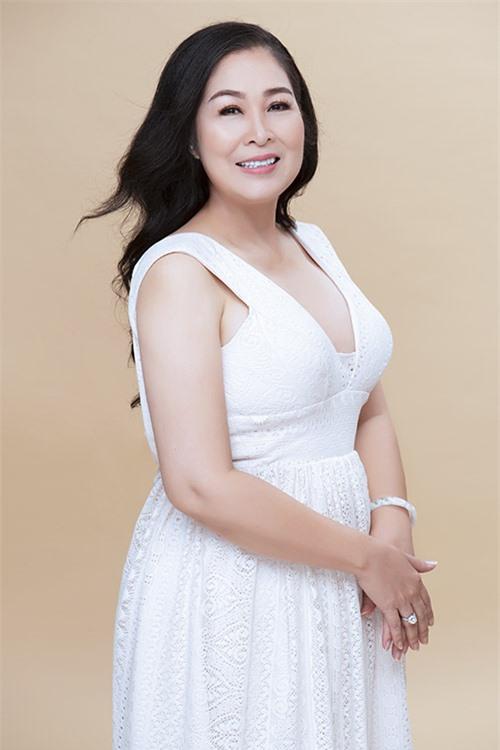 Nữ nghệ sĩ hiện có cuộc sống viên mãn bên ông xã Lê Tuấn Anh và sự nghiệp thành công rực rỡ, được đông đảo khán giả yêu mến.