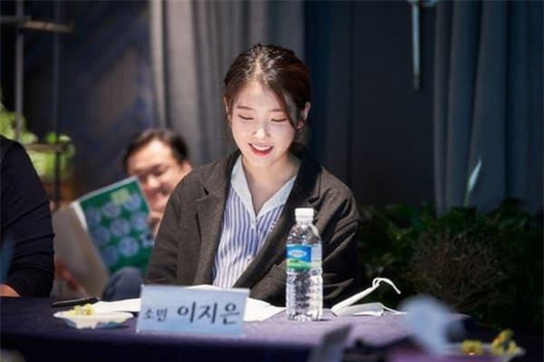 Park Seo Joon xuất hiện bảnh bao bên cạnh 'tiểu thư xinh đẹp' IU, cư dân mạng trầm trồ chưa gì đã thấy hot! 1