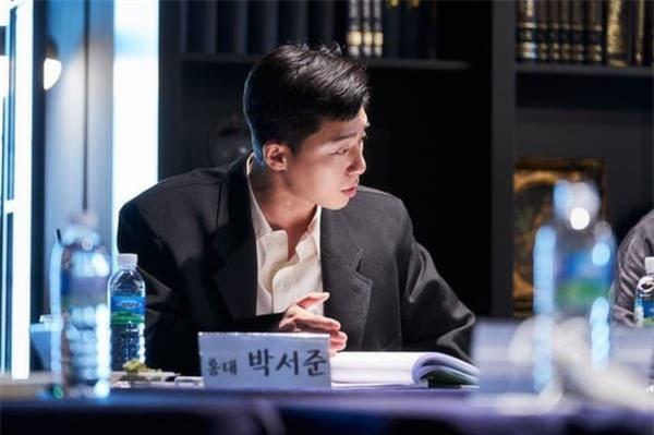 Park Seo Joon xuất hiện bảnh bao bên cạnh 'tiểu thư xinh đẹp' IU, cư dân mạng trầm trồ chưa gì đã thấy hot! 2