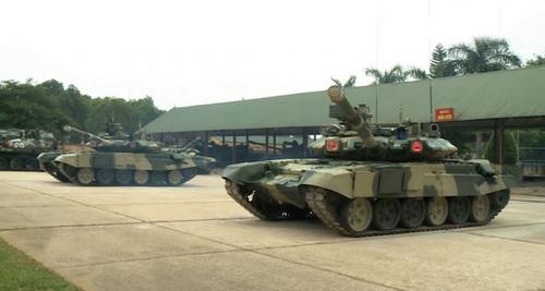 Các xe tăng chiến đấu chủ lực T-90 của Việt Nam. Ảnh: Jane's Defense Weekly.