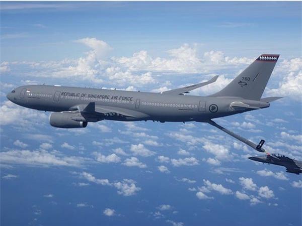 Airbus vượt mặt Boeing, là hãng hàng không đầu tiên trên thế giới có thể bơm xăng tự động khi đang bay - Ảnh 8.
