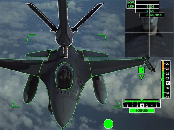 Airbus vượt mặt Boeing, là hãng hàng không đầu tiên trên thế giới có thể bơm xăng tự động khi đang bay - Ảnh 14.