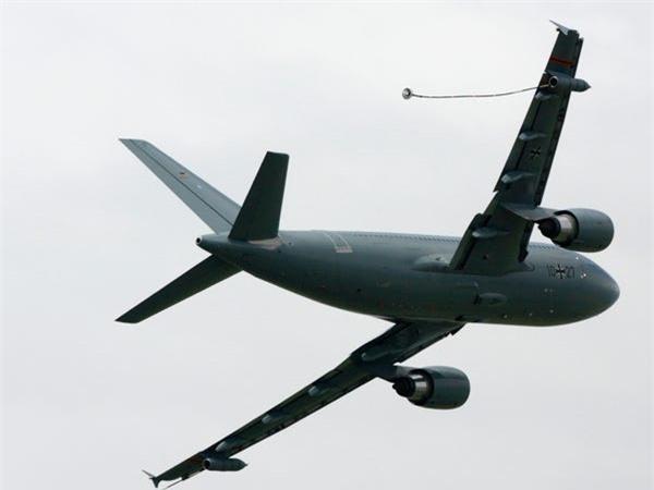 Airbus vượt mặt Boeing, là hãng hàng không đầu tiên trên thế giới có thể bơm xăng tự động khi đang bay - Ảnh 16.