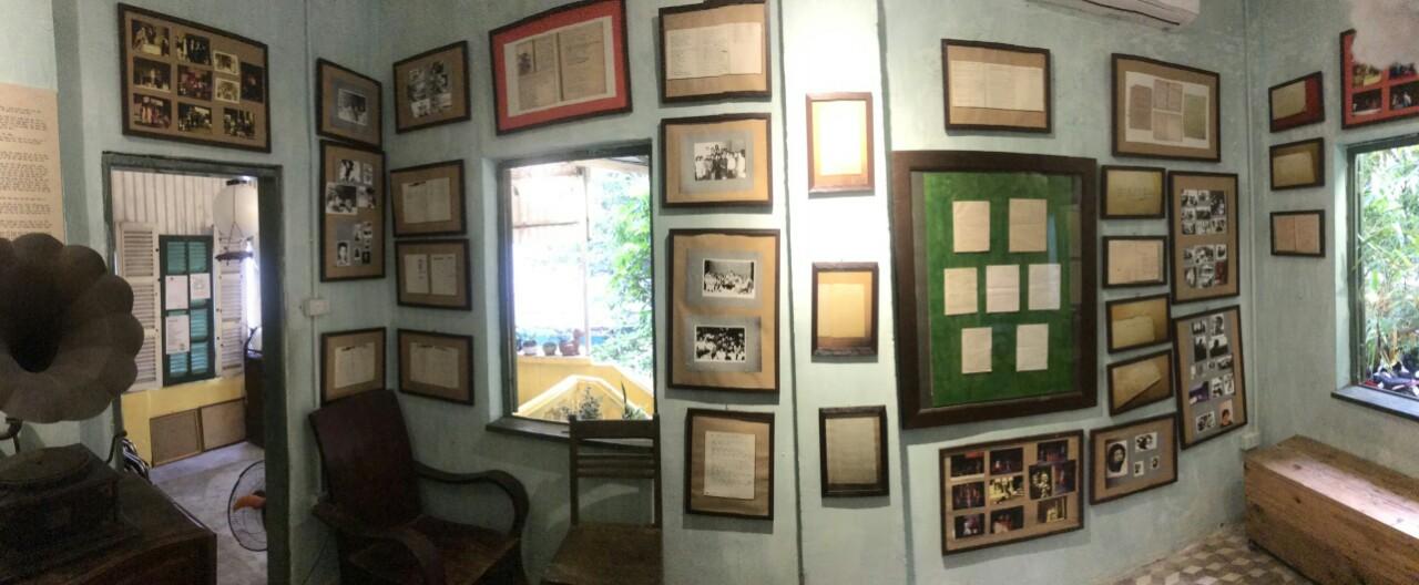 Căn phòng nhỏ bé đầy ắp những kỉ niệm của nhà thơ Lưu Quang Vũ và Xuân Quỳnh.
