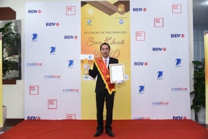 Giám đốc IOC tỉnh Thừa Thiên Huế Nguyễn Dương Anh nhận Cúp vàng Sao Khuê 2020