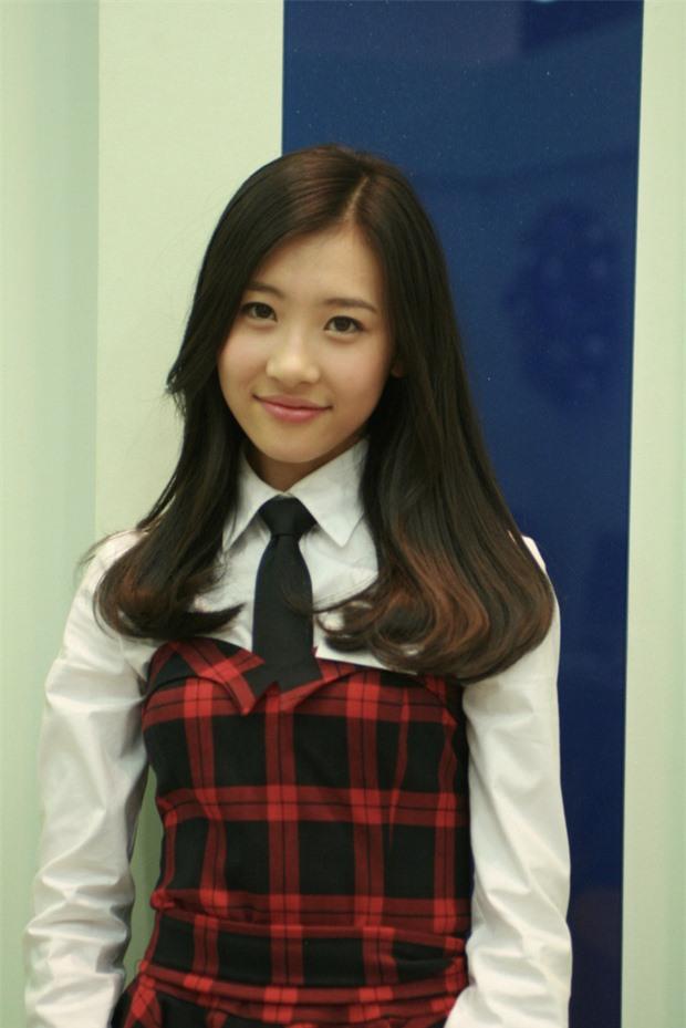 10 màn lột xác đỉnh nhất Kpop của idol nữ: 2 thần tượng bị chê xấu nhất Kpop đổi đời, Suzy - IU thành siêu sao hậu giảm cân - Ảnh 30.