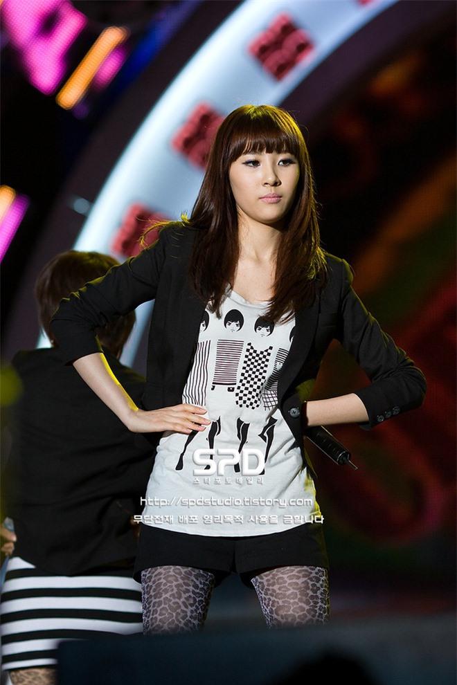 10 màn lột xác đỉnh nhất Kpop của idol nữ: 2 thần tượng bị chê xấu nhất Kpop đổi đời, Suzy - IU thành siêu sao hậu giảm cân - Ảnh 31.