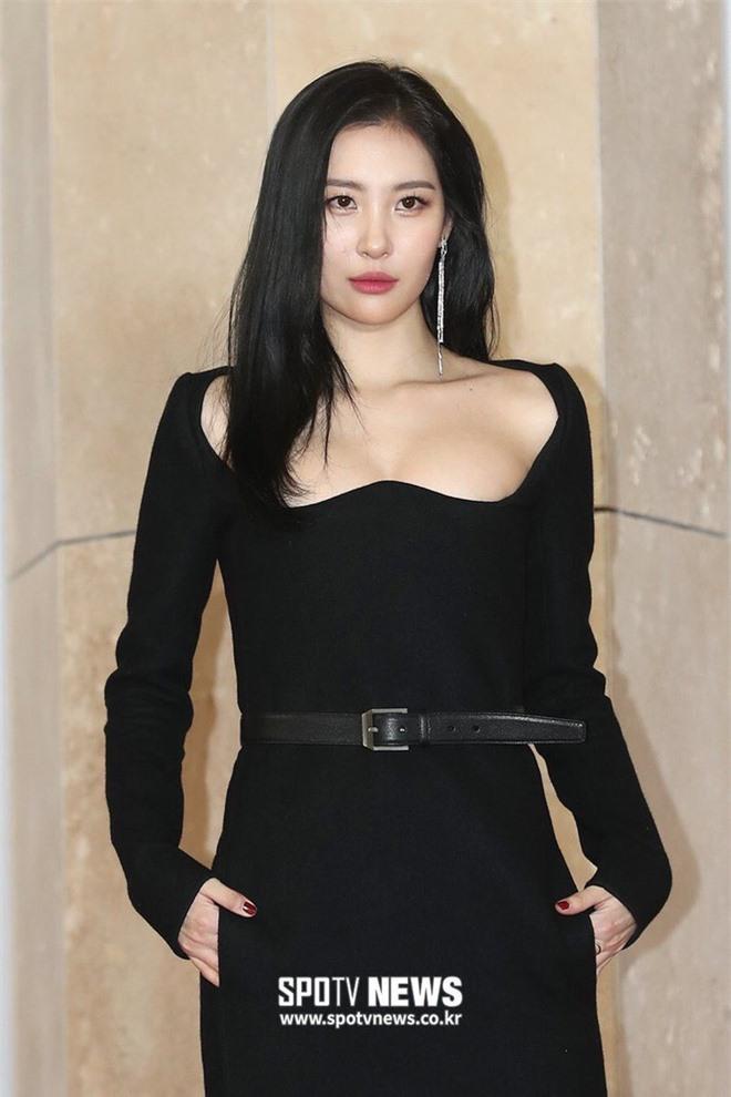 10 màn lột xác đỉnh nhất Kpop của idol nữ: 2 thần tượng bị chê xấu nhất Kpop đổi đời, Suzy - IU thành siêu sao hậu giảm cân - Ảnh 33.
