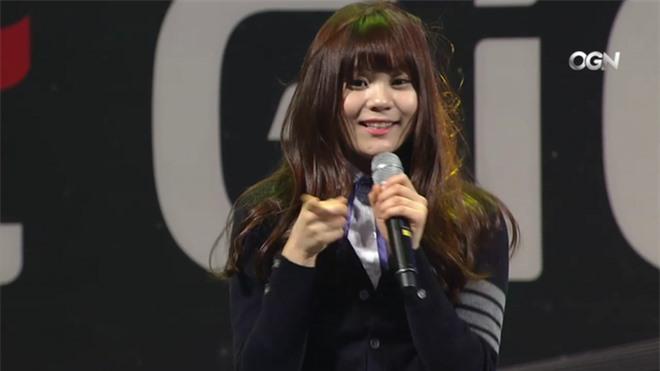 10 màn lột xác đỉnh nhất Kpop của idol nữ: 2 thần tượng bị chê xấu nhất Kpop đổi đời, Suzy - IU thành siêu sao hậu giảm cân - Ảnh 39.