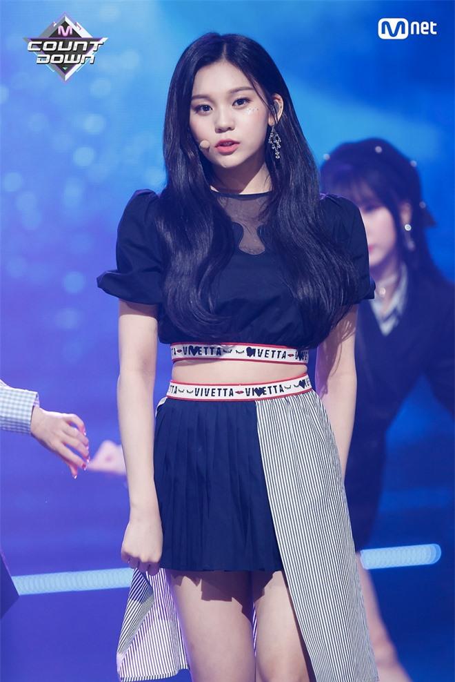 10 màn lột xác đỉnh nhất Kpop của idol nữ: 2 thần tượng bị chê xấu nhất Kpop đổi đời, Suzy - IU thành siêu sao hậu giảm cân - Ảnh 40.