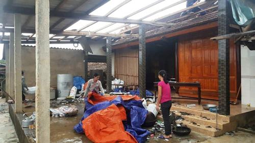 Lốc xoáy hôm 11/5 cũng gây thiệt hại lớn tại huyện Hương Khê, Hà Tĩnh. Ảnh: TTXVN.