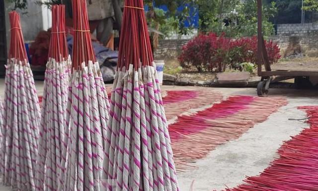 Số lượng hương trầm bình quân hàng năm tại thị trấn Tân Lạc, huyện Quỳ Châu khoảng 38 triệu que (Ảnh: TL)