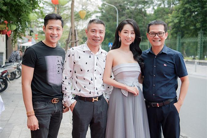 Diễn viên Mạnh Hưng (bìa trái) của Hôn nhân trong ngõ hẹp cũng là người bạn thân thiết của Thùy Anh.