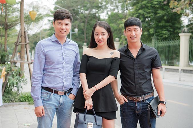 Diễn viên Ngọc Quỳnh và Thiện Tùng cũng đến chúc mừng Thùy Anh. Ngọc Quỳnh vừa được vinh danh ở hạng mục Nam chính xuất sắc tại Cánh Diều Vàng 2020 với vai Thái trong Hoa hồng trên ngực trái.