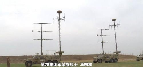 Hệ thống tác chiến điện tử mới của Quân đội Trung Quốc. Ảnh: CCTV 7.