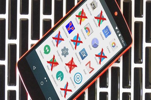 Vô hiệu hóa, gỡ cài đặt ứng dụng rác (bloatware). Hầu hết điện thoại có các ứng dụng được cài sẵn chiếm không gian lưu trữ mà bạn sẽ chẳng dùng đến. Một số ứng dụng có thể được gỡ trong mục cài đặt, tuy nhiên một số ứng dụng khác lại không thể gỡ theo cách này. Điều bạn có thể làm là vô hiệu hóa chúng trong danh sách ứng dụng đã cài. Việc này giúp ngăn chúng chạy nền làm tốn dung lượng máy. Ảnh: Dignited.