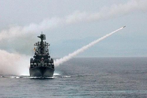Tàu tuần dương tên lửa Moskva lớp Slava của Hải quân Nga chuẩn bị quay lại hạm đội. Ảnh: TASS.