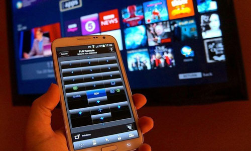 Điều khiển từ xa. Đây có lẽ là cách tận dụng phổ biến nhất cho smartphone cũ. Nếu điện thoại có cảm biến hồng ngoại (IR), bạn có thể kết nối chúng với tất cả các thiết bị dùng điều khiển từ xa thông thường (TV, điều hòa, quạt trần…). Tải ứng dụng Sure hoặc Smart IR Remote trên smartphone và kết nối với thiết bị trong nhà, bạn đã tích hợp tất cả trên duy nhất một chiếc điều khiển từ xa. Ảnh: Pinterest.