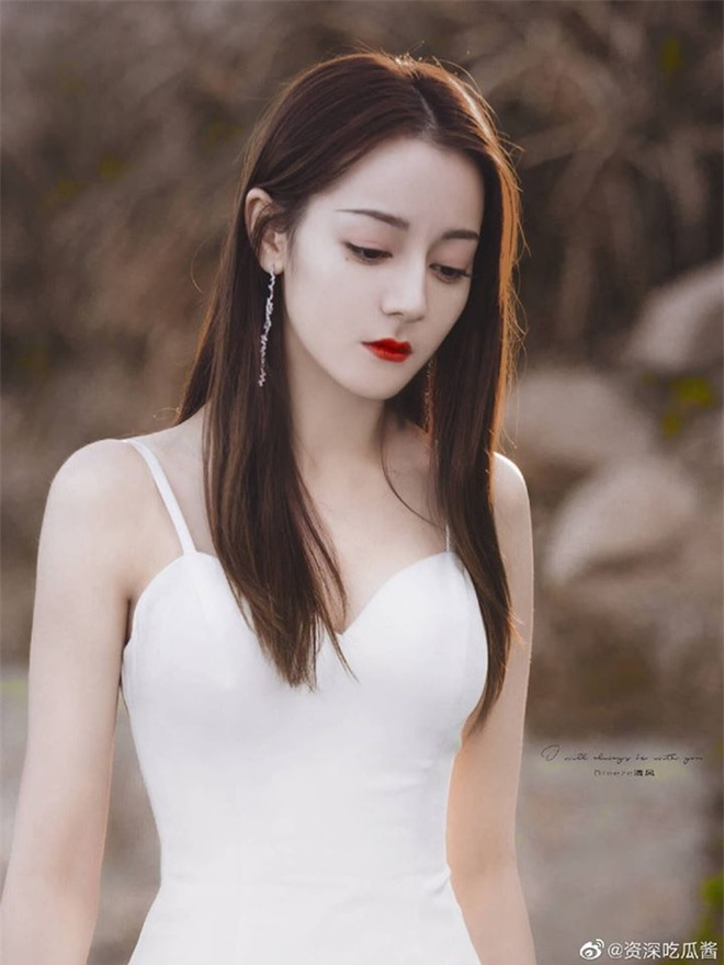 Cả Weibo nức nở vì loạt ảnh Địch Lệ Nhiệt Ba mặc váy cưới: Visual lẫn body đều hoàn mỹ, góc nghiêng quá xuất sắc - Ảnh 6.