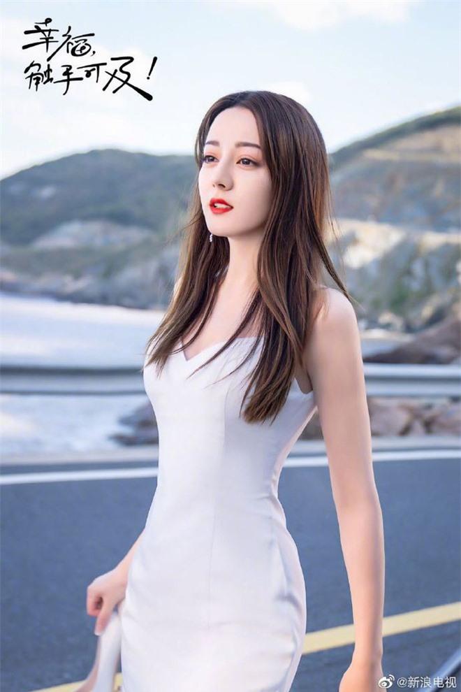 Cả Weibo nức nở vì loạt ảnh Địch Lệ Nhiệt Ba mặc váy cưới: Visual lẫn body đều hoàn mỹ, góc nghiêng quá xuất sắc - Ảnh 7.