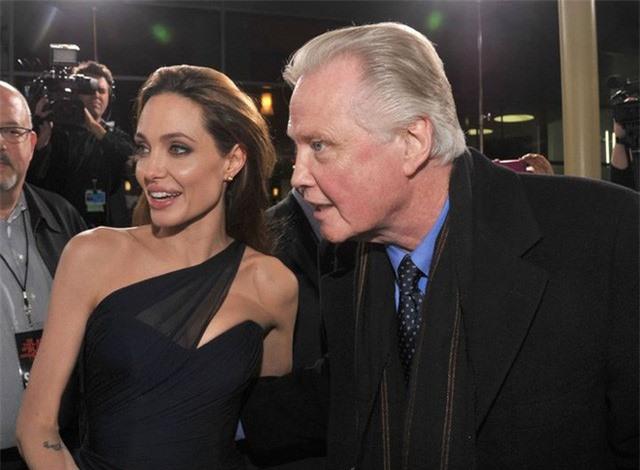 Tiết lộ quá khứ sốc không nhìn mặt cha của Angelina Jolie - Ảnh 3.