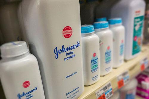 Johnson & Johnson ngừng bán phấn rôm trẻ em vì cáo buộc có chất gây ung thư (Ảnh Internet)