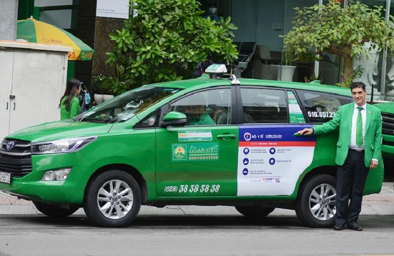 Với khoảng 12.000 poster dán trên gần 6.000 xe taxi Mai Linh sẽ góp thêm một kênh thông tin cùng Bộ Y tế tiếp tục tuyên truyền ý thức phòng chống Covid-19 trong giai đoạn mới.