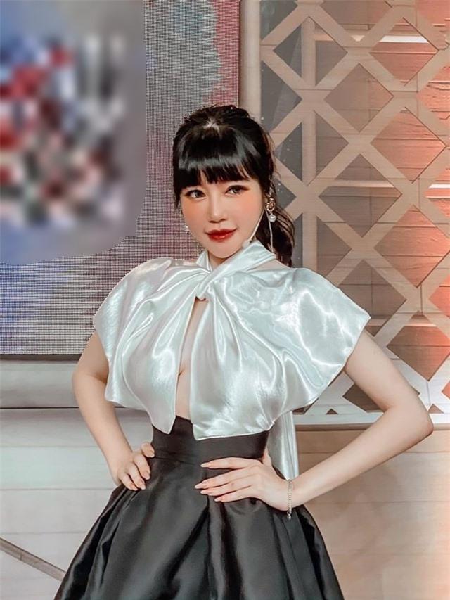 Elly Trần bị ngã cầu thang chấn thương vai sau ồn ào đời tư - 2