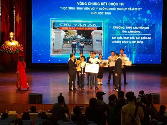 """Học sinh tỉnh Lâm Đồng đoạt giải tại Cuộc thi """"Học sinh, sinh viên với ý tưởng khởi nghiệp"""" năm 2018 (Ảnh: Sở GD&ĐT Lâm Đồng)"""