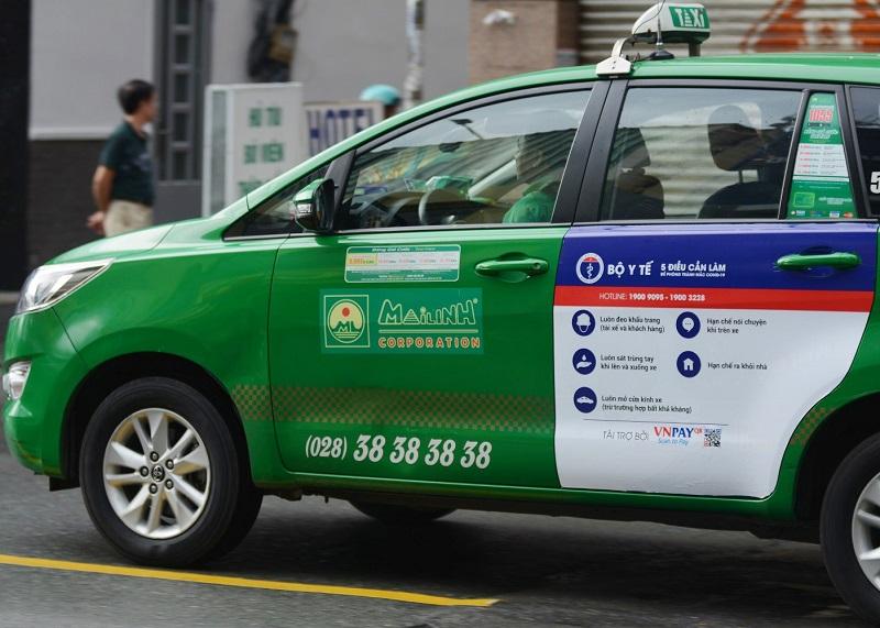 Nội dung các poster dán trên taxi Mai Linh nhằm tuyên truyền và nâng cao ý thức cho người dân về cách phòng chống dịch Covid-19 trong tình hình mới.
