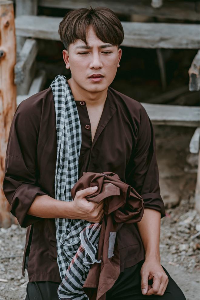 Châu Khải Phong: Chẳng ai dại bỏ tiền tỷ làm MV để khán giả quên mất bài hát của mình - Ảnh 1.