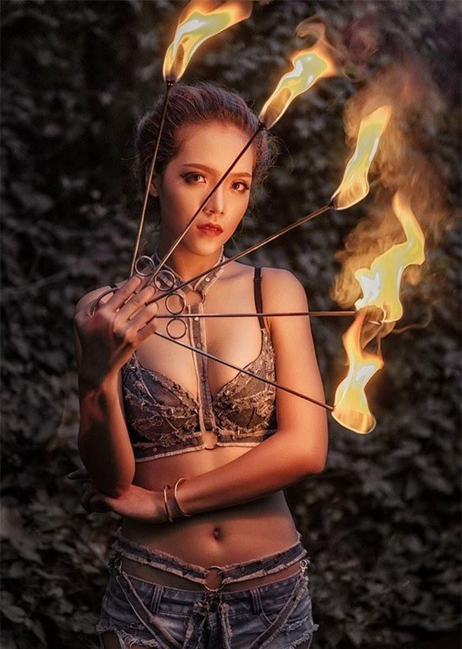 Góc khuất ít biết của nữ diễn viên múa lửa: Lý do phải mặc sexy, không dám yêu đương - Ảnh 4.