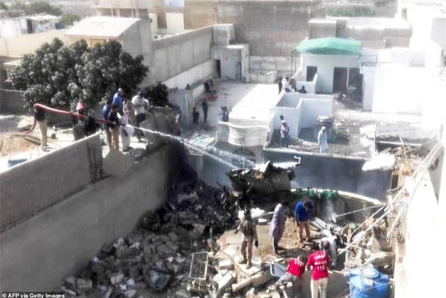 Máy bay Pakistan lao xuống khu dân cư, toàn bộ 107 người thiệt mạng - 2
