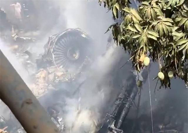 Máy bay Pakistan lao xuống khu dân cư, toàn bộ 107 người thiệt mạng - 4