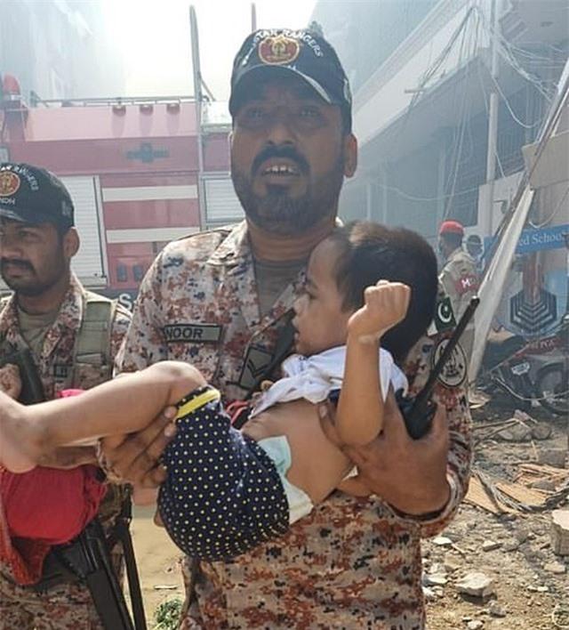 Máy bay Pakistan lao xuống khu dân cư, toàn bộ 107 người thiệt mạng - 7