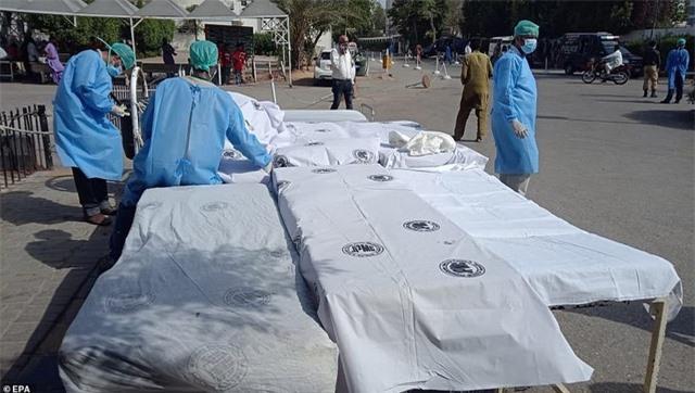 Máy bay Pakistan lao xuống khu dân cư, toàn bộ 107 người thiệt mạng - 8