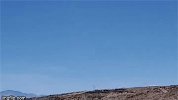 Xôn xao clip ghi lại hành tung bí ẩn của 'người ngoài hành tinh'