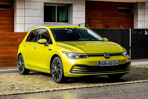 1. Volkswagen Golf (doanh số: 97.777 chiếc).