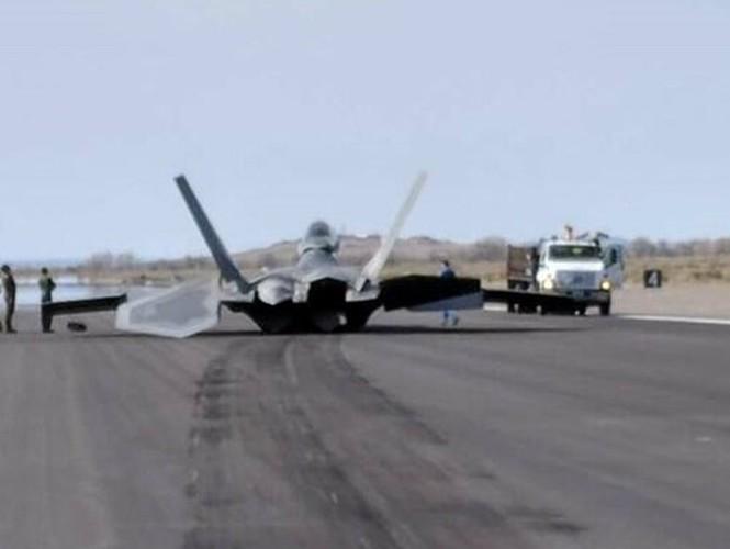 Truyền thông quốc tế cho biết, vào ngày 15/5/2020, trong một chuyến bay huấn luyện, một máy bay chiến đấu tàng hình thế hệ thứ năm loại F-22 Raptor của Mỹ đã bị rơi.