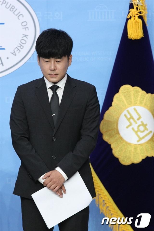 Anh trai Goo Hara mở họp báo, buồn bã vì Đạo luật Hara bị bác bỏ - 2